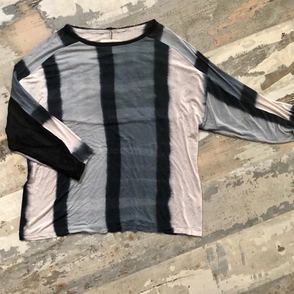 Nicole Miller Sweaters - Nicole Miller artelier soft lightweight sweater SM